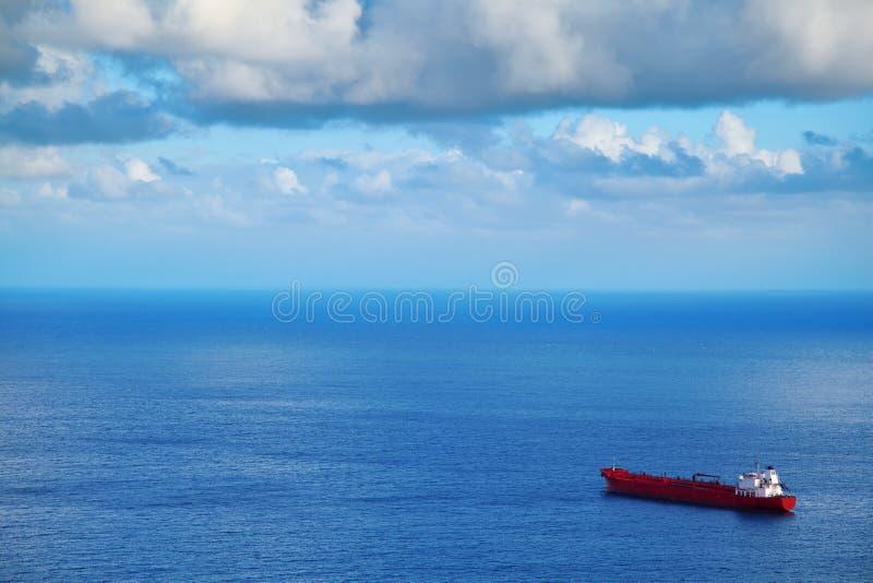 Stor kemisk tankfartyg royaltyfria foton