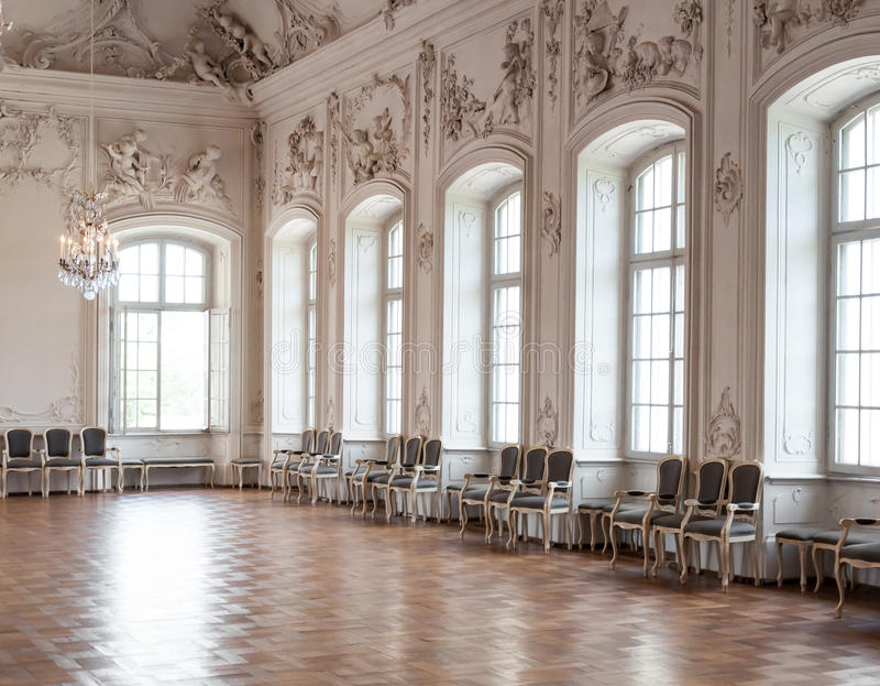 Stor korridor i den Rundale slotten arkivfoto
