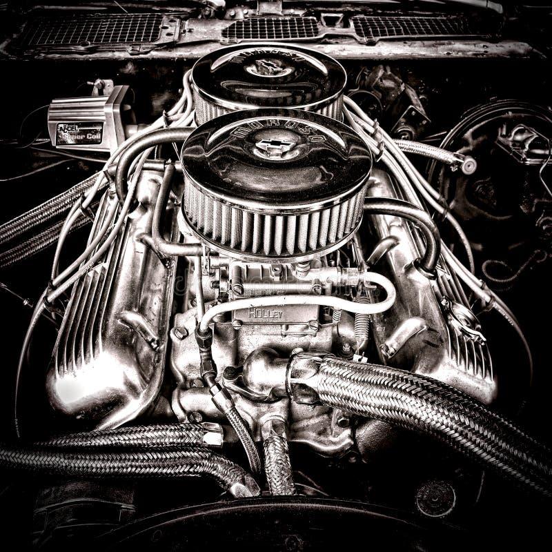 Stor kvarterChevrolet motor i tappningmuskelbil arkivbilder
