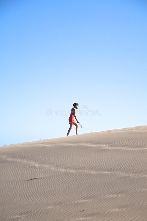 stor kvinna för bergsandsida arkivfoton
