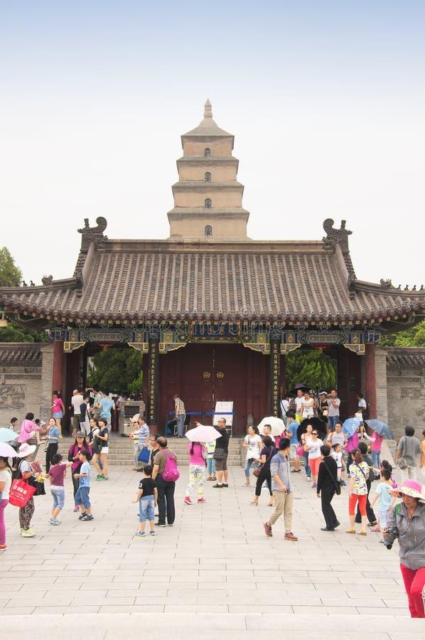 Stor lös gåspagod Xian och turister royaltyfria bilder