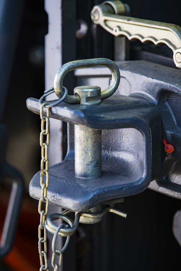 Stor metallhake för en ny traktor arkivfoto