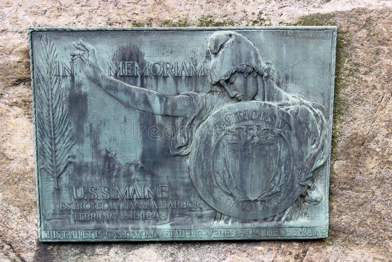 Stor minnes- platta som hedrar U S S Maine ett marinskepp, som sjönks i Havana Harbor, 1898, Greenridge kyrkogård, Saratoga, 28, arkivfoto