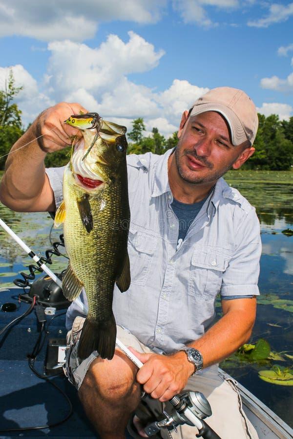 Stor mun Bass Man Fishing Topwater Lure fotografering för bildbyråer