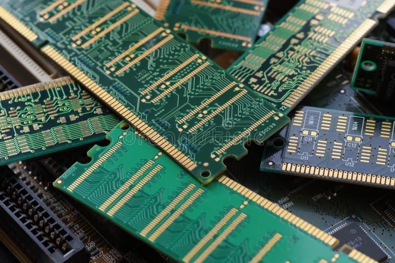 Stor närbild RAM enheter som används i första hand som huvudsakligt minne i persondatorer, arbetsstationer och serveror fotografering för bildbyråer