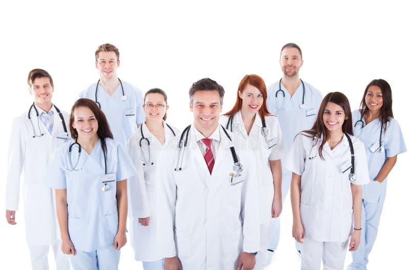 Stor olik grupp av den medicinska personalen i likformig fotografering för bildbyråer