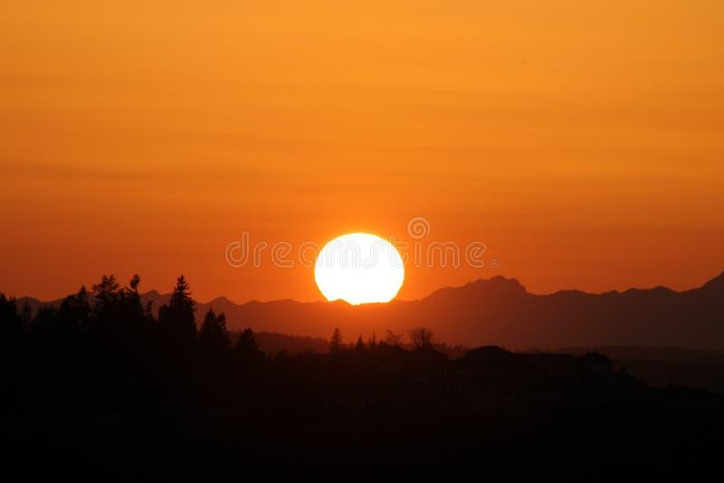 Stor orange solnedgång royaltyfri bild
