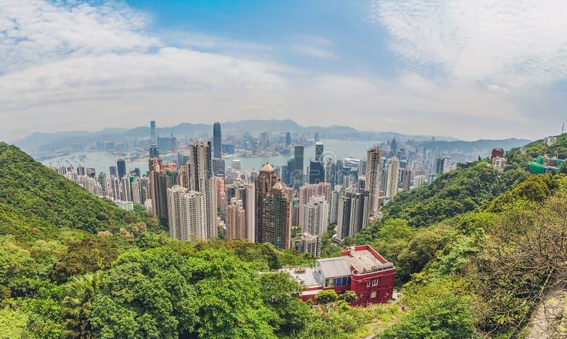 Stor panorama av Hong Kong horisont skälla finansiell första kowloon för området över för maximumplansommaren för tid för den vic royaltyfri foto