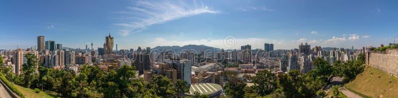 Stor panoramautsikt på horisont av det centrala området av Macao inom naturen Vegetation i f?rgrund Santo António Macao, Kina arkivbilder