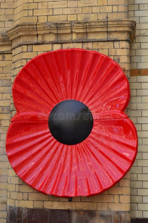 Stor Poppy Near Soldiers port minnes- Manchester Victoria Station arkivfoton