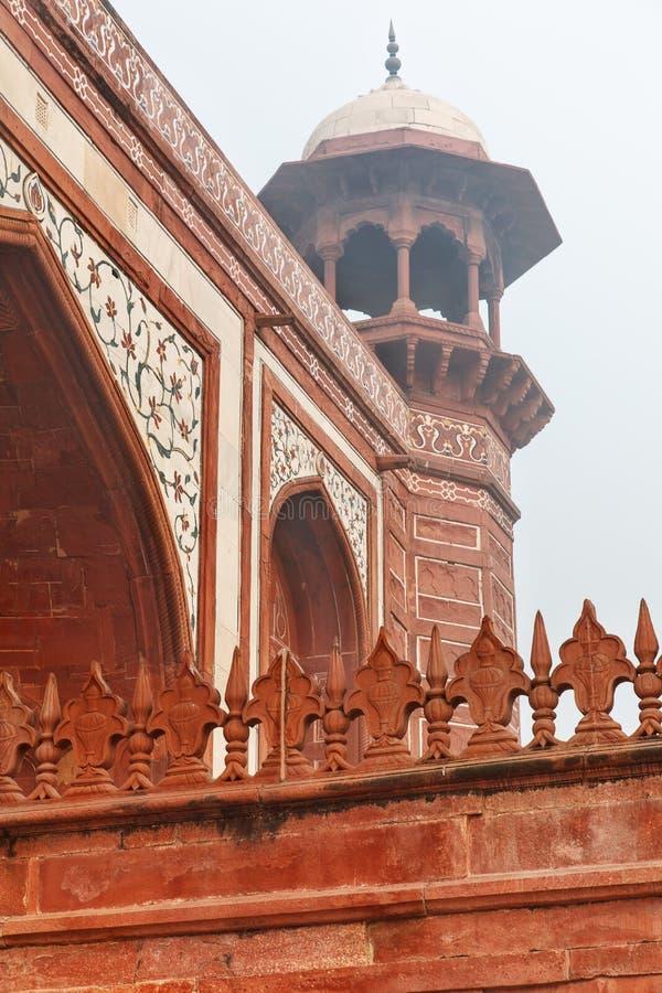 Stor port eller Darwaza-i rauza i Agra royaltyfria foton