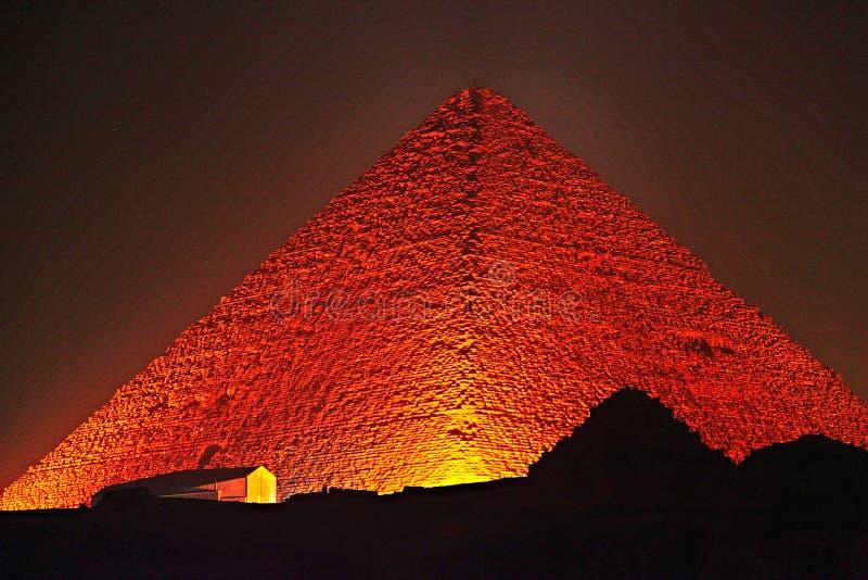 Stor pyramid av Giza på natten royaltyfria bilder