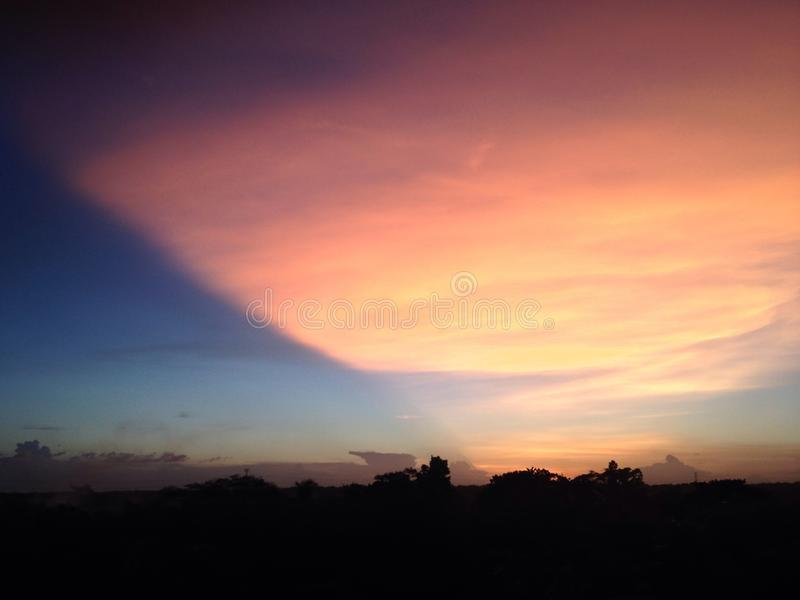 stor sky arkivbild