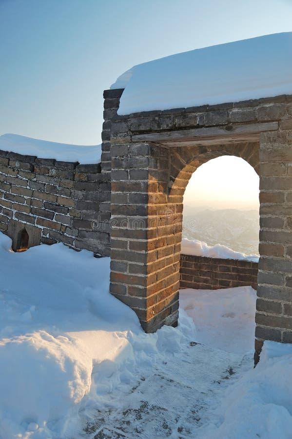 stor snow under väggen royaltyfri fotografi