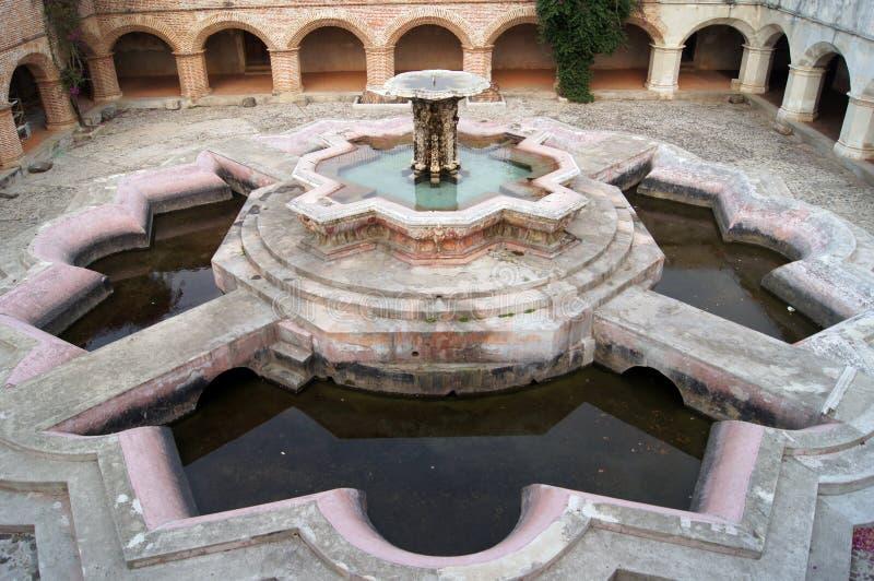 stor springbrunn royaltyfri fotografi