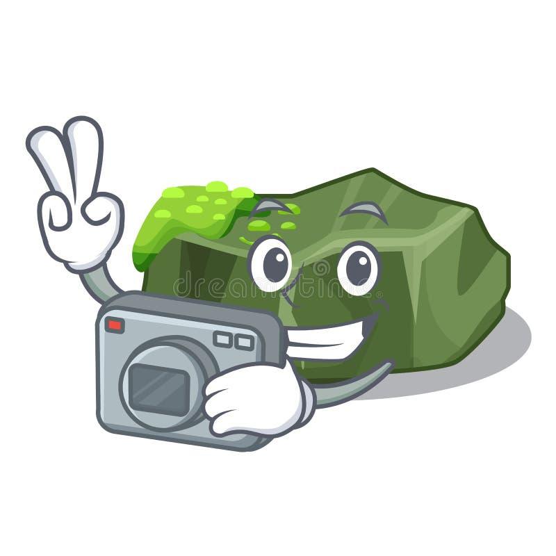 Stor sten för fotograftecknad film som täckas med grön mossa stock illustrationer