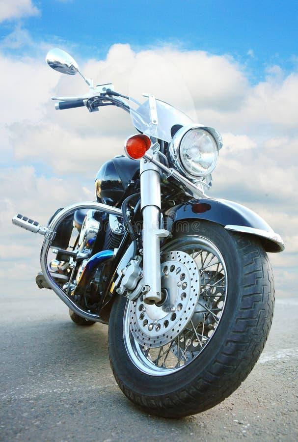 Stor svart motorcykel royaltyfri fotografi