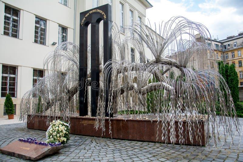 Stor synagoga på Budapest, judiskt träd för förintelsemuseum royaltyfria foton