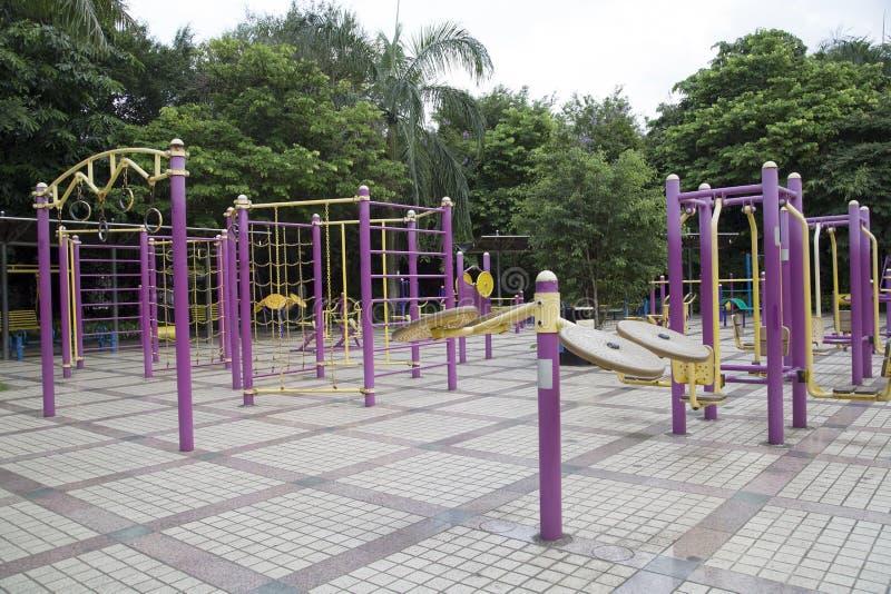 Stor utomhus- idrottshall i parkera fotografering för bildbyråer