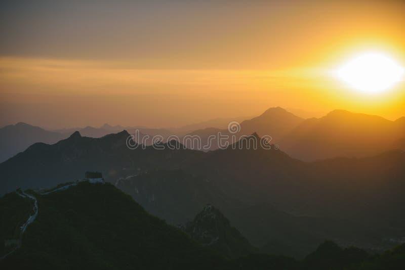 Stor vägg av Kina, solnedgångtid royaltyfri bild
