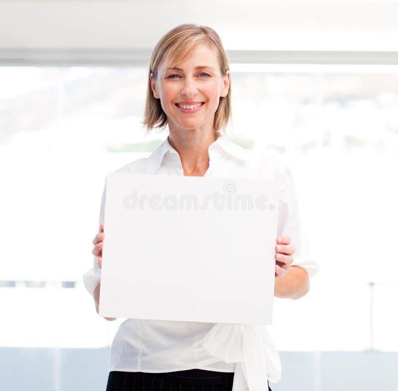 stora affärerkort som visar den le kvinnan arkivfoto
