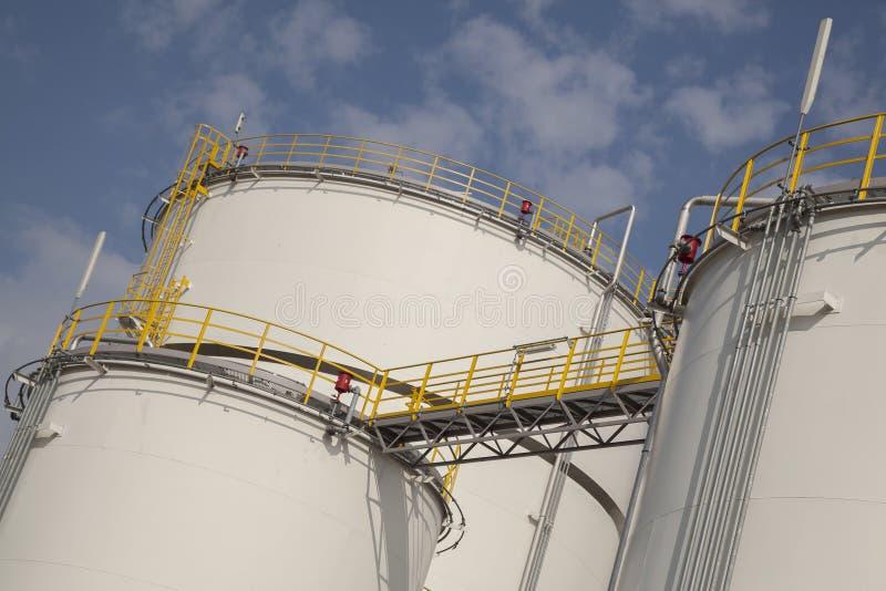 Stora behållare för fossila bränslen arkivfoton