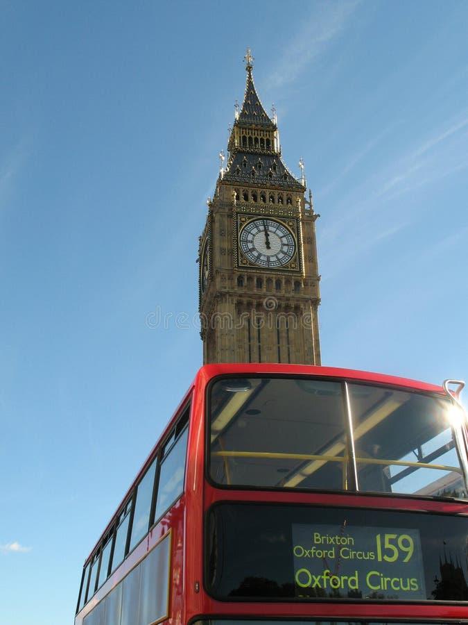 Stora Ben och London Redbuss royaltyfria foton