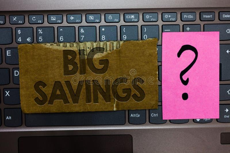 Stora besparingar för ordhandstiltext Affärsidé för inte-spenderad inkomst eller uppskjuten förbrukning som åt sidan sätter Paper arkivbild