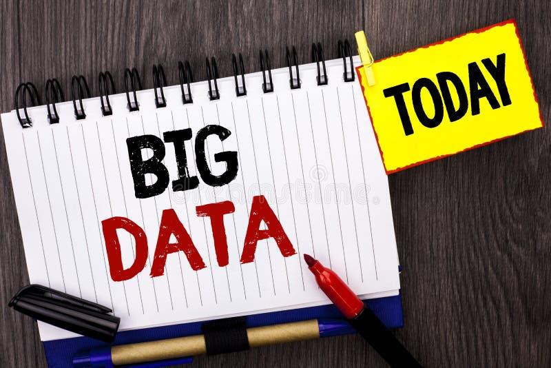 Stora data för ordhandstiltext Affärsidé för enorm för informationsteknikcyberspace om data som för Bigdata lagring databas är sk arkivbilder