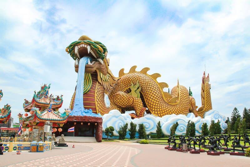 Stora Dragon Statue på Dragon Descendants Museum arkivbild
