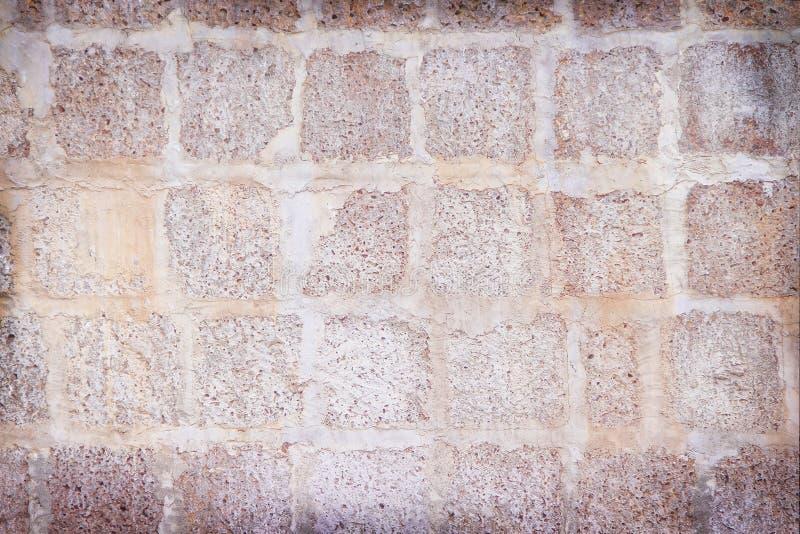Stora kvarterstenar red ut väggtextur, abstrakt bakgrund för naturliga modeller arkivbild