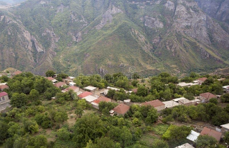 stora liggandebergberg Landskapet i Armenien (Tatev) arkivfoton