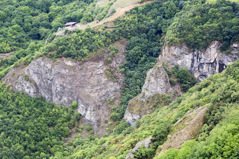 stora liggandebergberg Landskapet i Armenien (Tatev) fotografering för bildbyråer