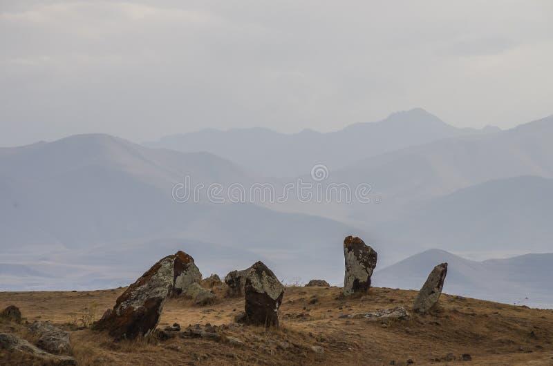 Stora megalitiska menhirs av Zorats Karer Carahunge - förhistoria royaltyfri bild