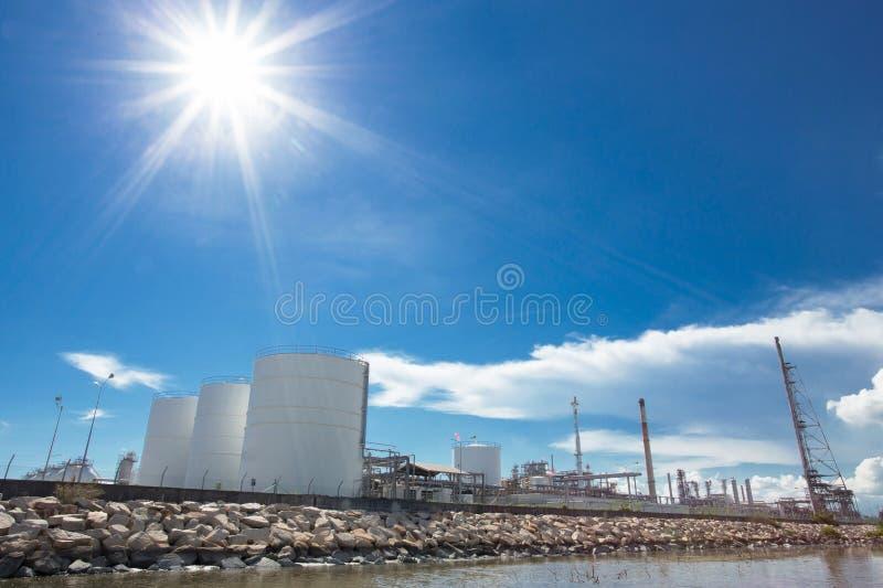 Stora naturgaslagringsbehållare arkivfoton