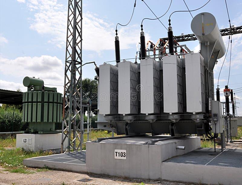 Stora olje- transformatorer arkivbilder