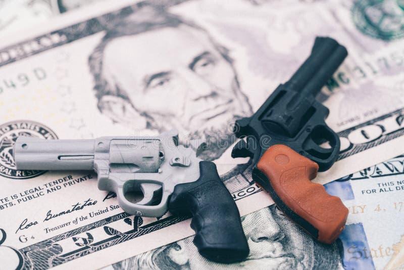 Stora pengar i vapenbransch, vapenkontrollpolitik i enigt tillstånd av royaltyfria foton