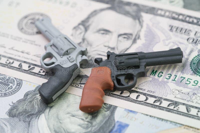 Stora pengar i vapenbransch, vapenkontrollpolitik i enigt tillstånd av det Amerika begreppet, massskytteskydd, miniatyrleksakvape arkivfoton