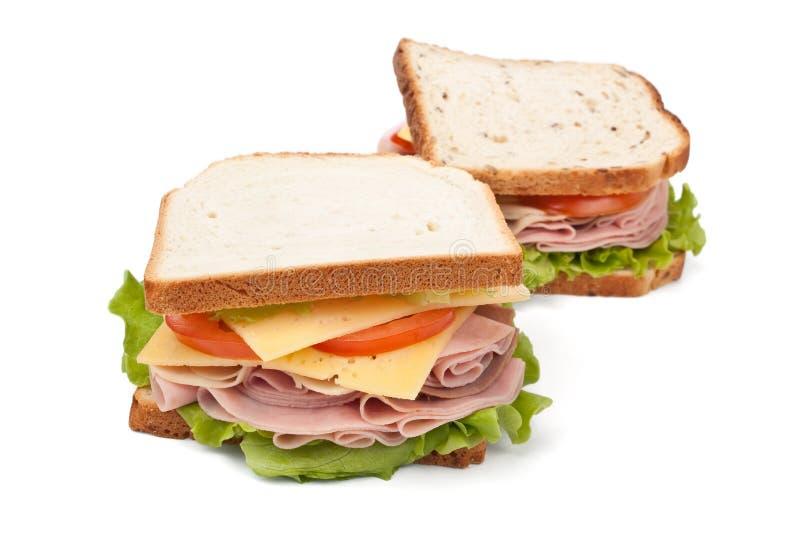Stora smakliga smörgåsar på vitt bröd fotografering för bildbyråer