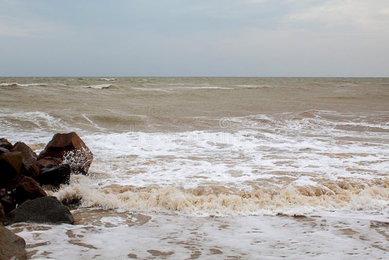 Stora stenar vid havet fotografering för bildbyråer