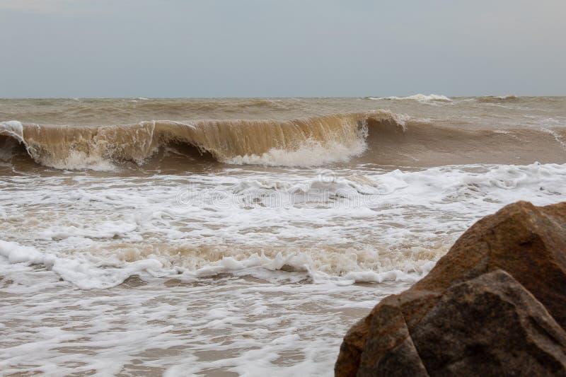 Stora stenar vid havet arkivbilder