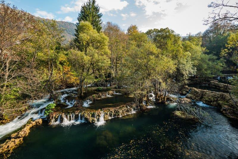 Stora Una vattenfall i MArtin Brod, Bosnien och Hercegovina royaltyfri foto
