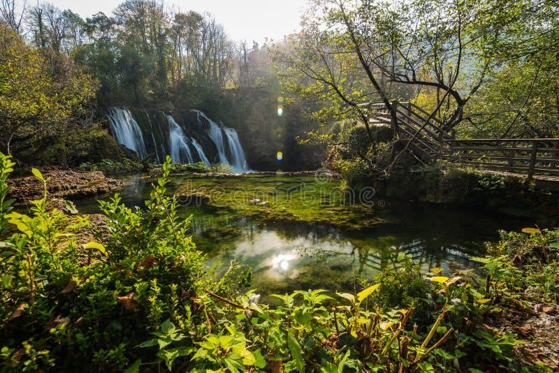 Stora Una vattenfall i MArtin Brod, Bosnien och Hercegovina fotografering för bildbyråer