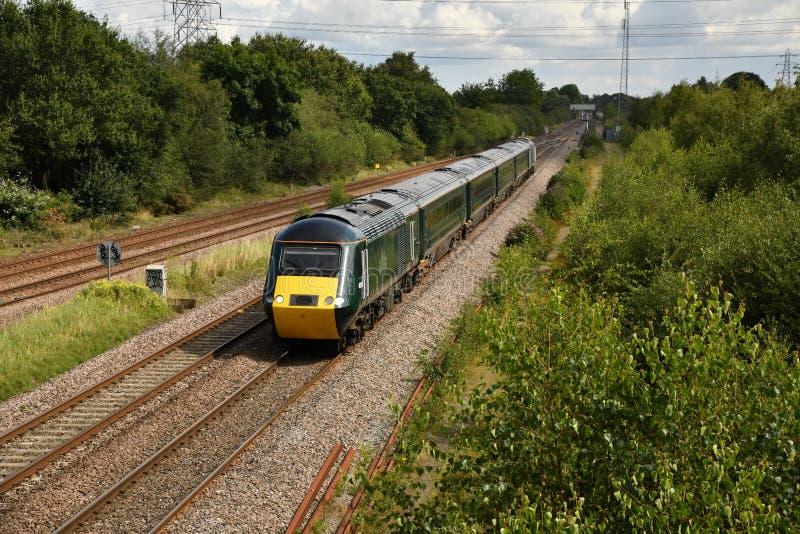 Stora västra järnvägskassan 255 2 plus 4 HST-set GW06 på sträckan från Doncaster till Plymouth Laira arkivfoton