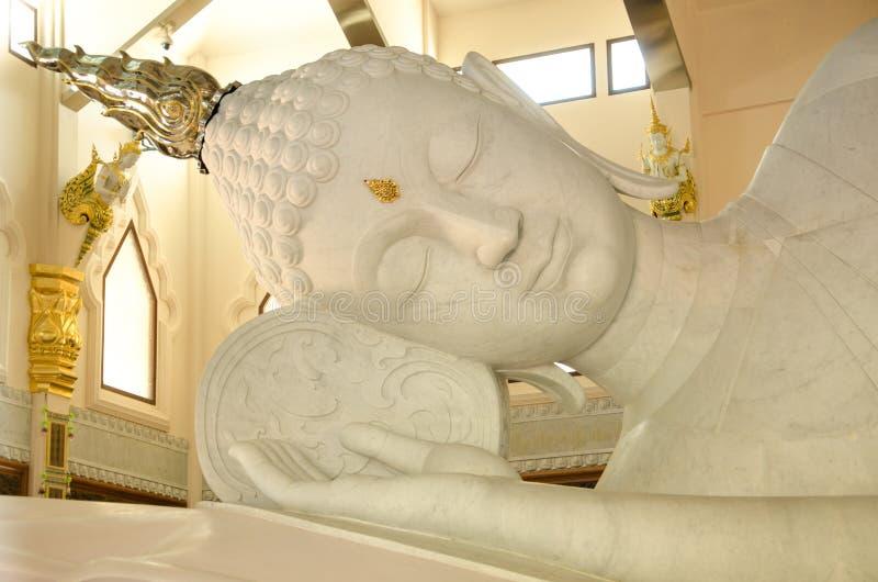Stora vita buddha i Thailand royaltyfri fotografi