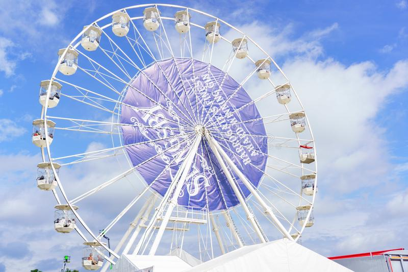 Stora vita Ferris Wheel Fairground Ride royaltyfria bilder