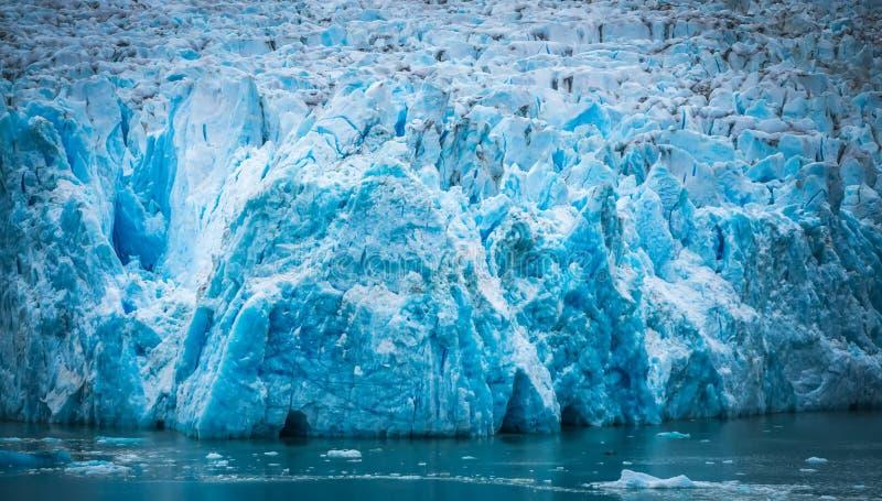 Storartade Sawyer Glacier på spetsen av Tracy Arm Fjord arkivfoton