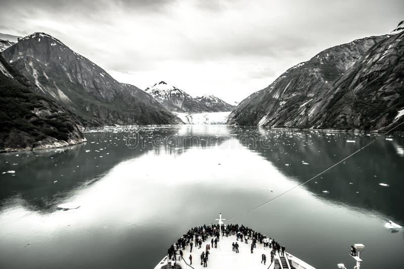 Storartade Sawyer Glacier på spetsen av Tracy Arm Fjord fotografering för bildbyråer