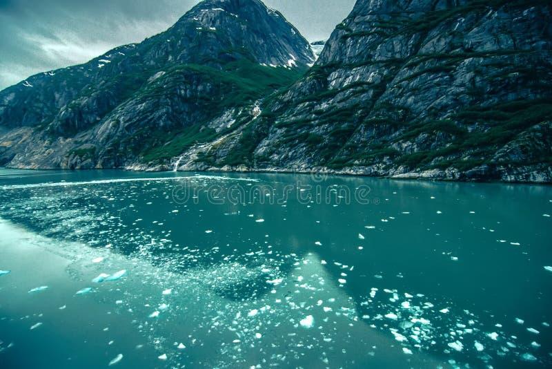 Storartade Sawyer Glacier på spetsen av Tracy Arm Fjord royaltyfria foton