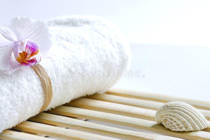 Download Storczykowy I Ręcznikowy Abstrakcjonistyczny Skincare Tło Zdjęcie Stock - Obraz złożonej z menchie, abstrakt: 53782312